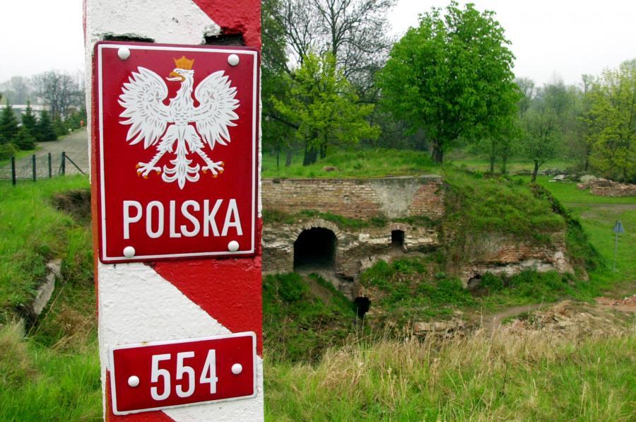 6381696-polsko-niemiecka-granica-w-kostrzynie-900-597