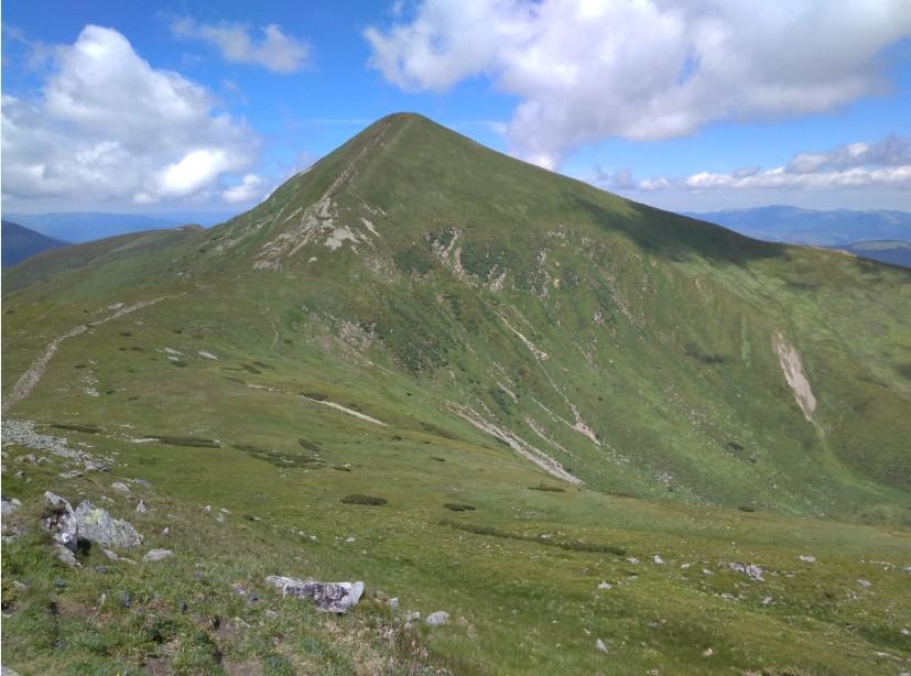 Вид на Говерлу з вершини Брескула