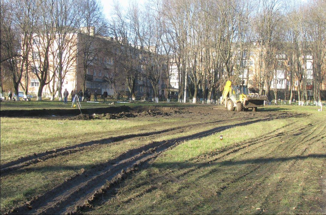 Будівництво міні-футбольного поля, фото: Лариса Діновська