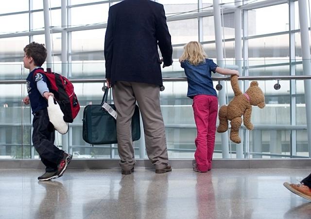 Батьки на заробітках – у дітей гірші результати ЗНО